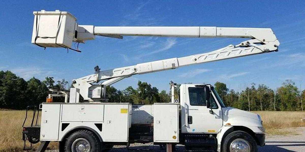 Choosing the Right Bucket Truck For Your Needs